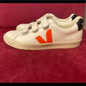 Veja 3-Lock Logo leather sneakers- worn once!